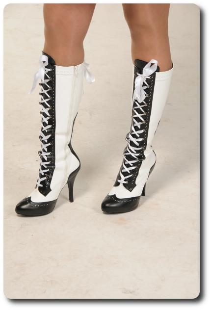 weiße Heels Stiefel mit Schnürrung