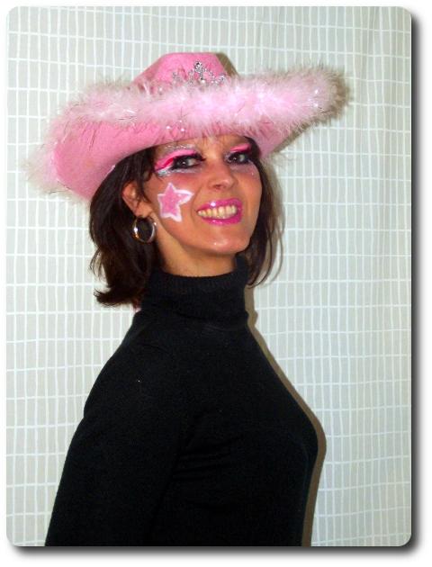rosa geschminkt zu Karneval