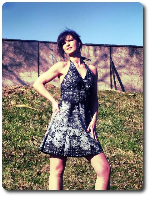 knielanges Neckholder- Kleid